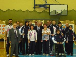 Il gruppo sportivo Fiamme Cremisi  con l'olimpionico Pietro Mennea